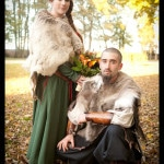 Portrait d'un mariage viking realisé par victor podgorski photographe de mariage en normandie .